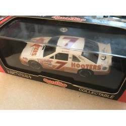 Quartzo 1:43 #7 Hooters Ford Thunderbird